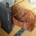家のパソコンは家庭内LANで有線LANまたは無線LANでネット接続する