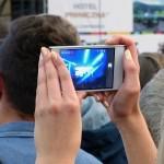 スマートフォンに保存した思い出の動画や写真で感動的なムービーを自動作成できる?